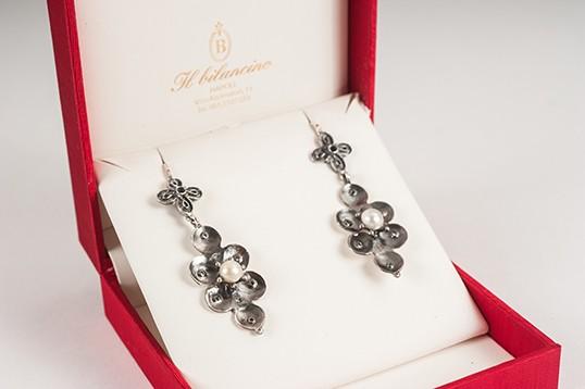Orecchini donna in argento brunito con perle